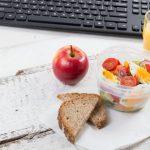 Manger sainement au bureau grâce au traiteur d'entreprise
