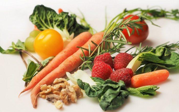 carottes, tomates, fraises, noix, fruits et legumes antioxydants
