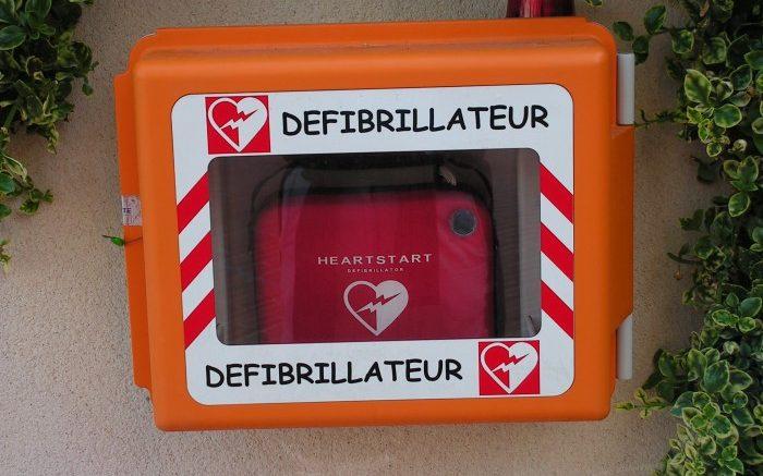 Avantages d'un défibrillateur externe automatisé sur le lieu de travail
