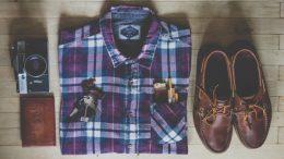 Chemise et chaussure à la mode