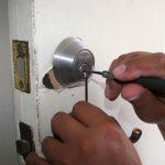 Porte fermée à clé : les techniques d'ouverture
