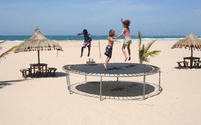 trampoline_children_playing