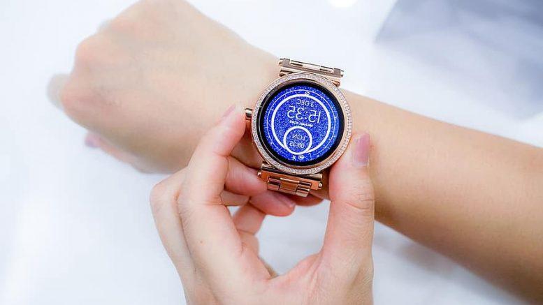 watch-hands-