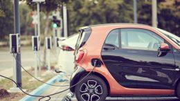 Noa Khamallah explique pourquoi investir dans une voiture électrique