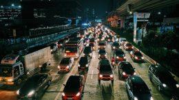 Quel est l'avantage du transport routier de marchandises